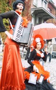 compagnie folletta brengt beeldend straattheater voorstellingen, kindervoorstelling en, poëtische animatie s, nostalgische installaties, dans -ante personage s, esthetische figuren en steltenloper s, circus - animation and streetperformance, entre-sort et art-de-la-rue, cirque -ante creaturen